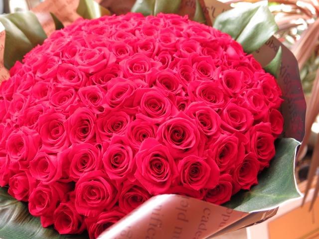 プリザーブドフラワー 赤バラ 花束 108本